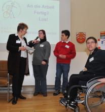 Foto eines Interviews mit behinderten Jugendlichen während der Fachtagung